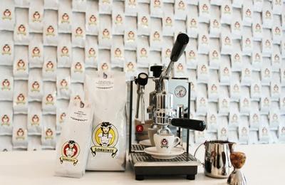 Kaffee und Maschine